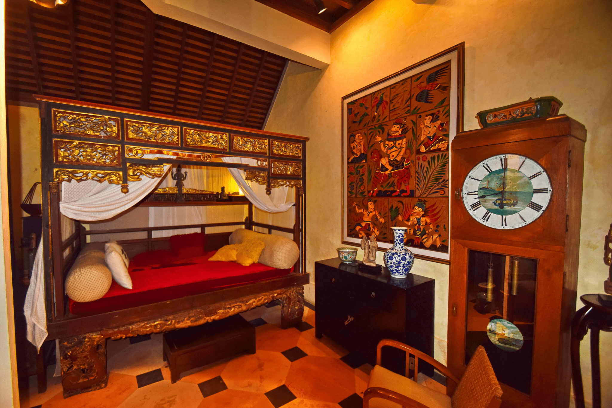 Indoor Relaxation Area in the Living Room - Antique Chinese Bed - Sleeps 2